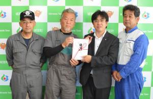 『茨城県自動車整備振興会水戸支部城里ブロック会が町に寄付』の画像