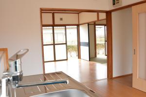 『『緑ヶ丘団地 キッチンから洋室への眺め』の画像』の画像