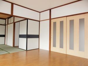『緑ヶ丘団地 洋室から和室に向かって』の画像