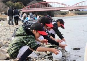 『2月18日 道の駅かつら環境保護イベント サケの稚魚放流』の画像
